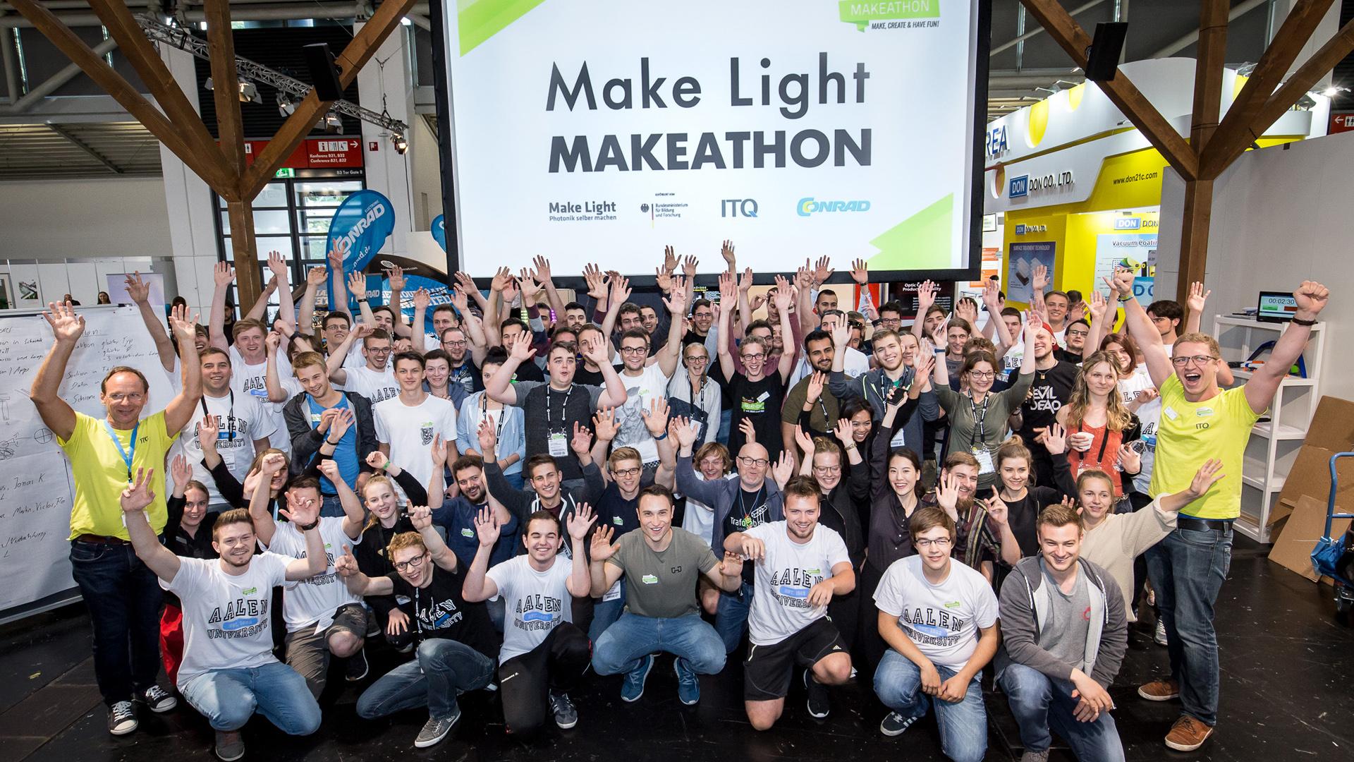 Gruppenfoto Teilnehmerinnen und Teilnehmer des Make Light MAKETHON