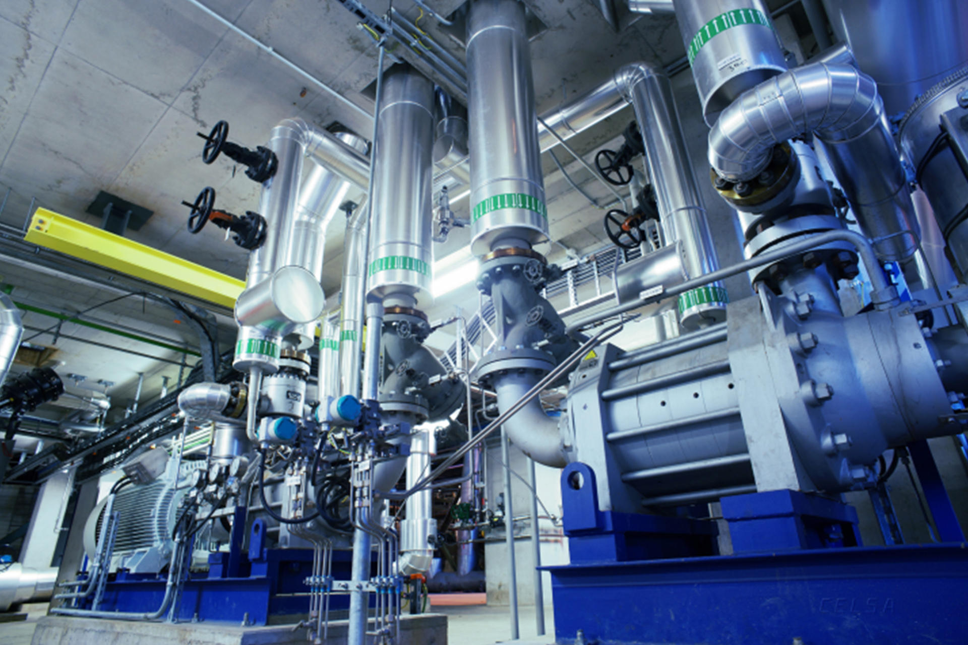 Eine ganze Reihe von runden, zusammenhängenden Maschinen in der Produktion